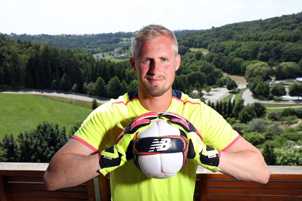 Kasper Schmeichel sponsoreres af New Balance